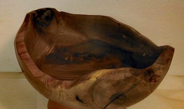 Orehova posoda z nenavadno obliko